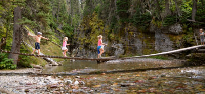 6 SUPER Helpful Tips for Hiking with Kids | tipsforfamilytrips.com | national parks | state parks | outdoors | travel